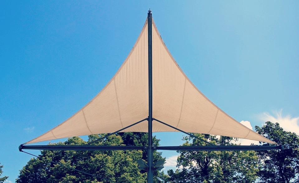 protections solaire et pluviale du voile d 39 ombrage brico. Black Bedroom Furniture Sets. Home Design Ideas